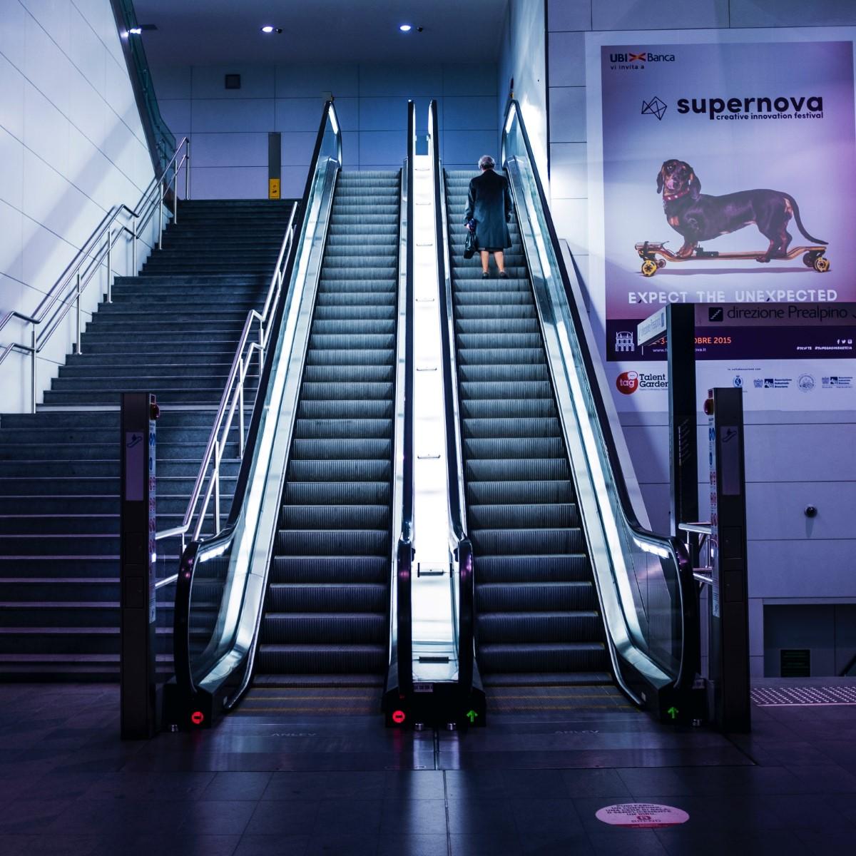 escaleras-mecanicas-embarba-ascensores-centro-comerciales-aeropuertos-1