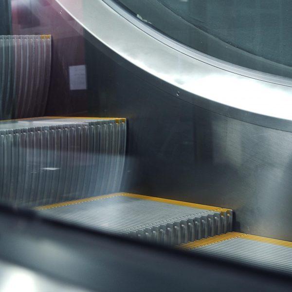 escaleras-mecanicas-embarba-ascensores-centro-comerciales-aeropuertos-2