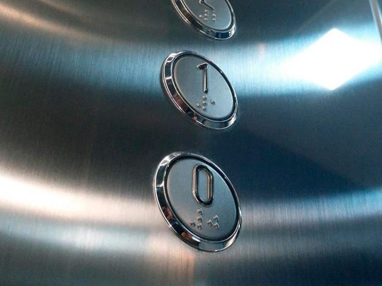 instalación-de-ascensores-cabina-acabados-embarba-ascensores-botonera