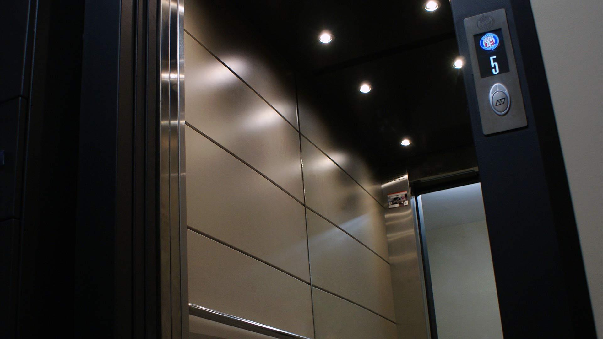 modernización-ascensores-actualización-elevadores-embarba-calidad-interior