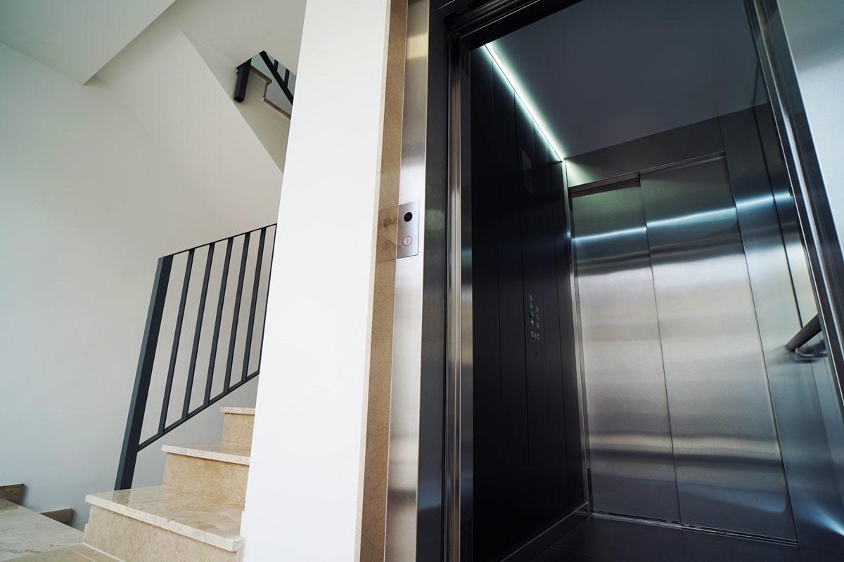inside-cabin-paragon-lift-embarba-paragon