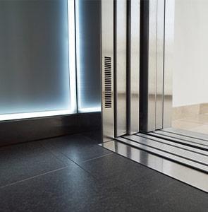 instalación-de-ascensores-cabina-acabados-embarba-ascensores4-295×300